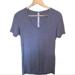 Lululemon Grey V-Neck Tshirt Size 4